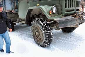 Если вы не уверены в своей зимней резине и возможностях полного привода, перед поездкой в горы захватите цепи противоскольжения.