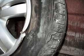 Разбитые литые диски поддаются ремонту далеко невсегда, и делать это нужно  в специализированных мастерских.