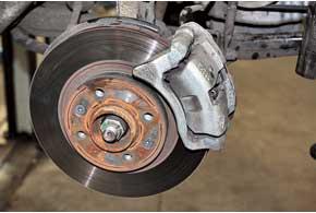 Передние тормозные диски не отличаются долговечностью – могут износиться к50тыс.км.