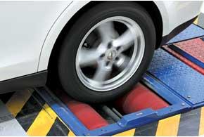 Углы установки всех колес в порядке, обмерянные лазером шины продемонстрировали равномерный износ протектора.