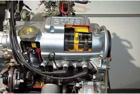 Мотор CVCC сособой системойвпуска работал наобедненных смесях ибез катализаторов, вписываясь в далеко перспективные экологические нормы США.
