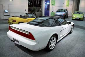 Среднемоторный суперкар NSX снят с производства, но вМонтеги нам рассказали, чтозамена незагорами.