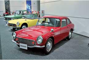 Купе S600 с платформой одноименного родстера существовало в 1800 экземплярах.