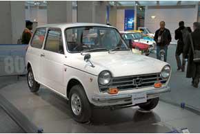 Honda всегда была экспертом помалолитражкам. Модель N360 в1966 г. стала основоположницей суперкомпактного класса в Японии, ав1972-м появился первый Civic– ещенеимеющий ничего общего cпонятием«горячий хэтчбек».