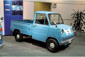 Вторым был заднеприводный пикап японского «микростандарта» Т360. Моторчик в30 л. с. «крутился» до 8500 об/мин.