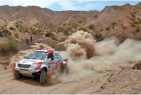 Жинель де Вильерс  в первой для Toyota Hilux гонке стал третьим.