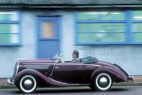 Освоен выпуск 6-цилиндровой модели Opel Super 6. Нафото изображен кабриолет скузовом немецкого ателье Glaser.