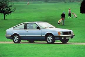 Opel Monza первого поколения выпускалась с 1978 по 1982 год. Спортивный автомобиль с кузовом фастбек получил новый 3,0-литровый 6-цилиндровый мотор мощностью 180л.с.