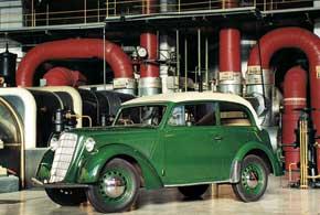 Opel Olympia Cabriolet стал первым массовым немецким автомобилем. Компания лидировала вГермании пообъему производства – 100тысяч машин в год.