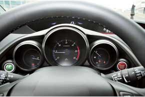 Несмотря на дизель, в салоне нового Civic вполне тихо. Да и вцелом машина комфортабельнее предшественника.