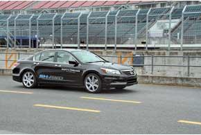 В серию автомобили  с SH-AWD  пойдут в 2012 году.