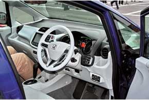 Серийная Honda Fit EV появится в 2012 году.