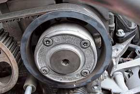 Фазорегулятор на моторах 1,6 и 2,0 л не отличается долговечностью – при выходе из строя он неприятно стучит.