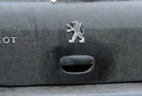 Слабое место кузова – замок открытия крышки багажника.  Со временем из-за попадания влаги и соли выходит из строя концевик его  электропривода.