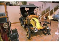 Renault AX c 2-цилиндровым 7-сильным мотором часто использовался в качестве такси.