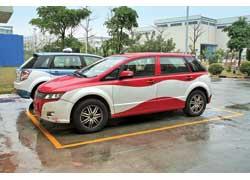 Сегодня в службах такси Шеньженя эксплуатируется ужевторое поколение электромобиля BYD Е6.