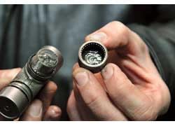 Неправильная или недостаточная смазка крестовин кардана может привести к их износу.