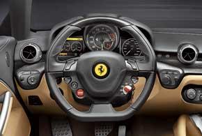 Салон, отделанный кожей и полированным алюминием, во многом унифицирован с Ferrari FF. Разве что нет большого дисплея на центральной консоли.