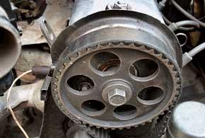 До 2008 г. Daewoo Nexia узбекского производства оснащалась 8-клапанным двигателем G15MF, у которого при обрыве ремня ГРМ клапаны с поршнями «не встречаются».