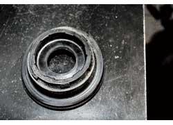 Слабые места передней подвески – амортизаторы и опорные подшипники стоек.