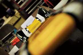 Когда Caterham первым в пелотоне представил публике новый болид, обезображенный ступенчатым носовым обтекателем, многие обозреватели начали соревноваться в остроумии, высмеивая нелепую конструкцию.