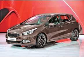 Kia сee`d в новом поколении стал выглядеть еще респектабельнее и динамичнее.