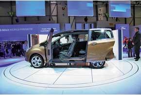 Ford B-Max получил оригинальный кузов без центральных стоек исдвижные задние двери.