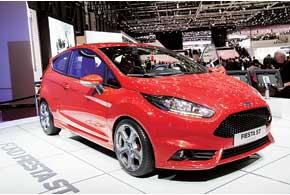 Ford Fiesta ST, оснащенная 180-сильным 1,6-литровым турбомотором EcoBoost, разгоняется до 220 км/ч.