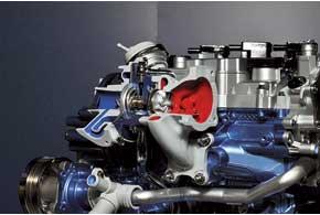 Новый двигатель оснащен низкоинерционной турбиной небольшого диаметра, способной раскручиваться до 248 тысяч об/мин. Фирменная система непрерывного изменения фаз газораспределения Ti-VCT за счет перекрытия фаз клапанов (какое-то время одновременно открыты впускные и выпускные клапаны) дает возможность улучшить вентиляцию цилиндров, т. е. эффективнее удалять из них отработавшие газы, тем самым повышая продуктивность турбонаддува и получая максимальный момент уже при 1400 об/мин.