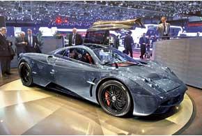 Pagani Huayra получила 6,0-литровый V12 AMG, мощность которого достигает 730л.с., а крутящий момент – 1000 Нм.