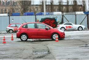 Перед ямой резко добавляем газ – нос машины поднимается.