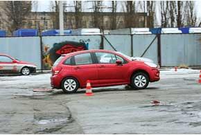 Передняя часть авто проезжает неровность с наименьшейзагрузкой оси.