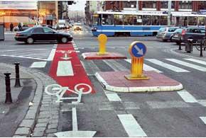 Во Вроцлаве около 150 км велосипедных дорожек. Они связывают между собой достопримечательности города, ж/д вокзал и другие транспортные пункты.