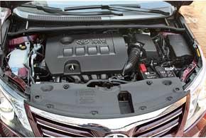 В сравнении с1,8-литровым двигателем мотор объемом 2,0л мощнее всего на 5л.с., а его крутящий момент на 16Нм выше. Сним расход топлива вгороде лишь на0,5 л больше, норазгон до «сотни» на 0,4секунды быстрее, а максимальная скорость на 5 км/ч выше.
