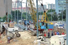 Строительство развязок в нашей  стране длится годами, хотя в последнее время в столице быстро построили несколько путепроводов.