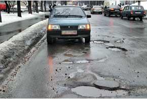 Выражение «вместе со снегом сошел асфальт» в городах Украины было актуально как полтора десятка лет назад, так и сейчас.