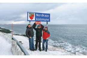 Закончив тест зимних шин в Заполярье, тройка экспертов «Автоцентра» – Дмитрий Чабан, Евгений Сокур и Юрий Дацык на Volvo XC60 отправилась в 500-километровый тур на Нордкап.