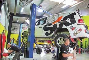Вадим Нестерчук стартует на Toyota LC200 в категории Т2. Машины в ней максимально приближены к стандартным.