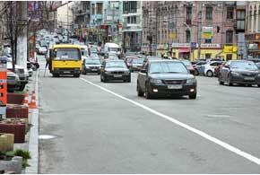 В преддверии Евро-2012 работники столичной ГАИ активно приучают водителей следовать правилам поведения на полосах для движения общественного транспорта, а также изымают различные спецпропуска и спецталоны.