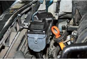 Главный модуль подогревателя устанавливается внаиболее свободном месте моторного отсека. В случае необходимости егоможно легко демонтировать.