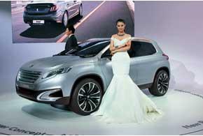 Peugeot Urban Crossover Concept дает представление о будущем компактном (4,01 м) кроссовере французской марки.