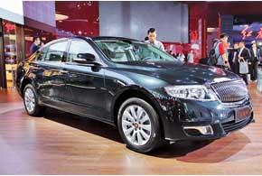 Hongqi H7 создан на базе Toyota Crown ибудет оснащаться 2,0-литровой «четверкой», а также V6 объемом 2,7л или 3,0л.
