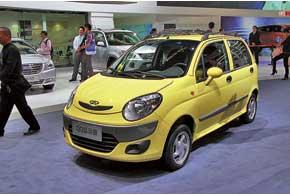 Chery QQ3 третьего поколения оснащается 0,8- или 1,0-литровым бензиновыми моторами с механической или автоматической КП. Стоимость авто стартует с $4950.