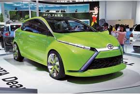 Концептуальное семейство Toyota Dear предстало перед посетителями автошоу в двух кузовах – седан и хэтчбек. Автомобили построены на новой глобальной платформе и появятся в серии в 2013 году.