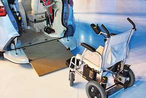 Внутри концепта Geely McCar есть место для 4-х пассажиров, велосипеда, инвалидной идетской колясок, а также для скутера.