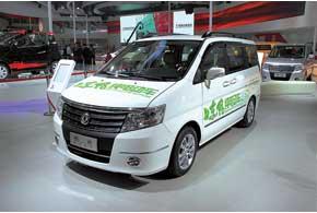 DFM-Nissan Succe EV оборудован 80-киловаттным электромотором иможет разгоняться до115км/ч.