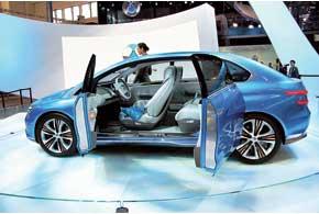 Первое детище СП BYD и Daimler– электромобиль Denza EV Concept, производство которого начнется в 2013 году на предприятии BYD Auto вШеньчжене. На первых порах новинка будет продаваться исключительно на внутреннем рынке.