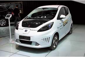 Roewe E50 – субкомпактный городской электромобиль с электромотором мощностью 52 кВт, который разгоняет «малыша» до 130км/ч. Запас хода – 190 км.