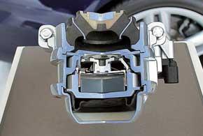 Активные гидроопоры двигателя с электронным управлением обеспечивают гашение колебаний мотора с большой амплитудой.