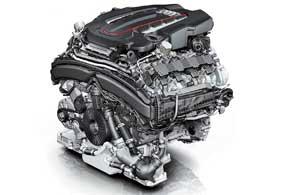 Двигатель V8 длиной 497мм отличается небольшим весом. За счет того, что турбины и интеркулер размещены в развале блока цилиндров, мотор еще и достаточно компактен. Cистема термоизоляции выпускного коллектора стабилизирует тепловой режим в пространстве между блоками цилиндров.
